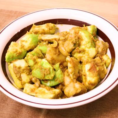 鶏とアボカドのカレーマヨ炒め