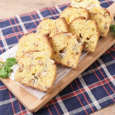 ブルーチーズとアーモンドのパウンドケーキ