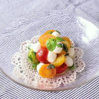 カラフルトマトとモッツァレラのシンプルサラダ