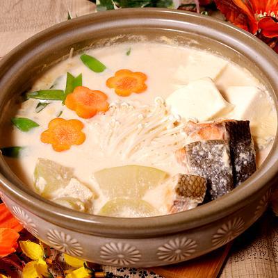 とろとろ冬瓜と鮭の豆乳鍋