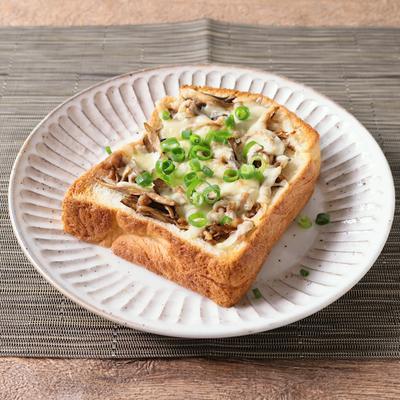 豚ひき肉とまいたけの和風チーズトースト