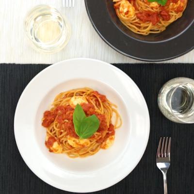 バジル香る モッツァレラチーズのトマトパスタ