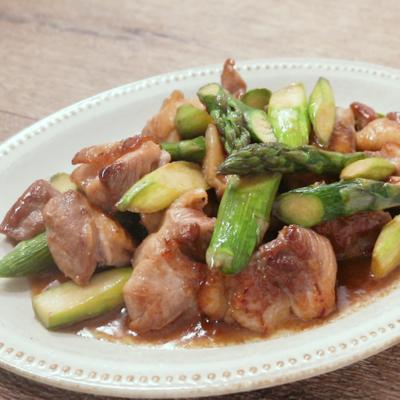 鶏もも肉とアスパラのジューシーガリバタ炒め