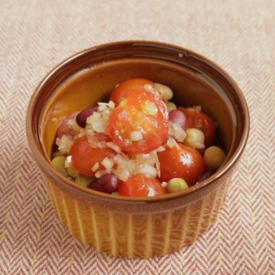 カラフル ミックスビーンズとトマトのサラダ