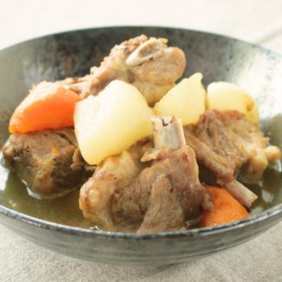 ナンプラーで味付け スペアリブと大根の煮物