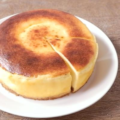 丸ごとカマンベール入りチーズケーキ