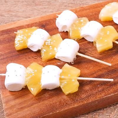 簡単かわいいパイナップルマシュマロ飴