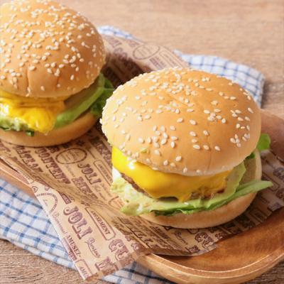アボカドとチェダーチーズのハンバーガー