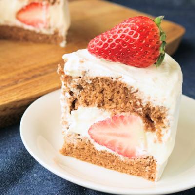 いちごの切り口が綺麗なジェノワーズカカオのいちごケーキ