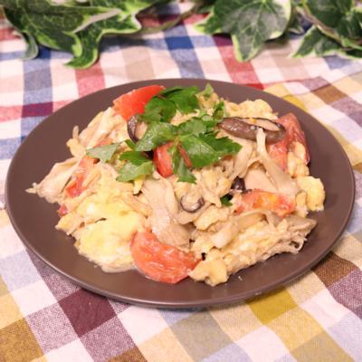 技あり!ふわふわ卵ときのこの和風トマト炒め