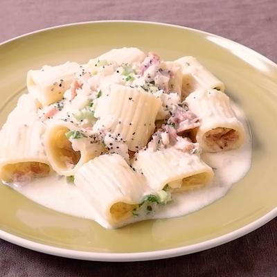 カブとベーコンのクリームチーズ風味パスタ
