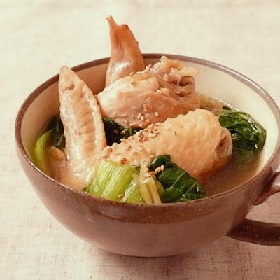 鶏手羽先とチンゲン菜の生姜おかずスープ