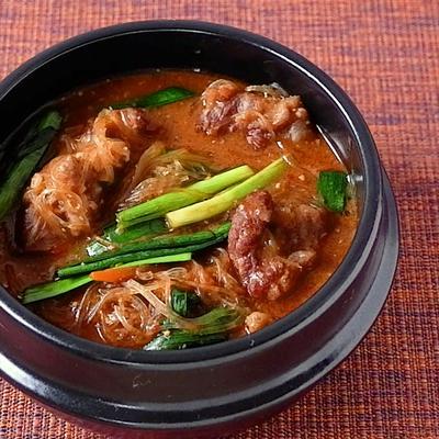 牛すね肉の春雨ピリ辛味噌スープ