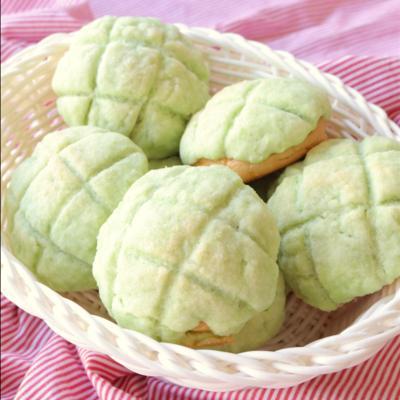 簡単にできる 緑の手のひらクリームメロンパン