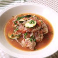 レンジで簡単 鶏肉とズッキーニのスープ煮込み