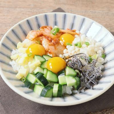 うずらの卵と色々トッピング卵かけご飯