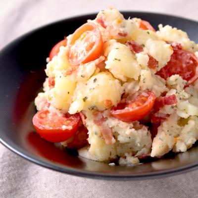 トマトとベーコンのバジルチーズポテトサラダ