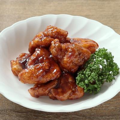 手作りバーベキューソースで食べる 鶏の唐揚げ