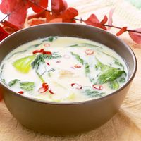 チンゲン菜と鶏団子の豆乳スープ