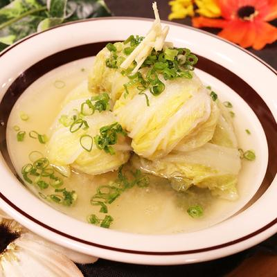 生姜たっぷり!とろとろ玉ねぎ出汁のロール白菜