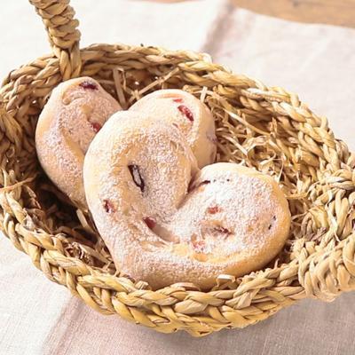クランベリーハートのパン