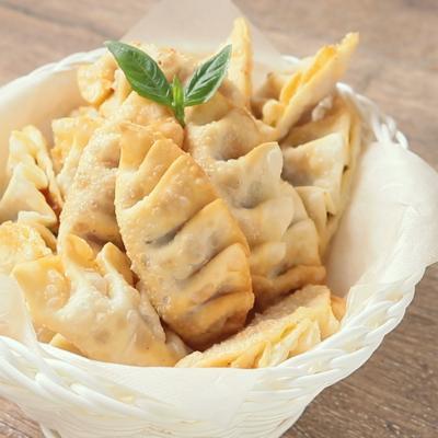 ミートソースとバジルチーズの揚げ餃子