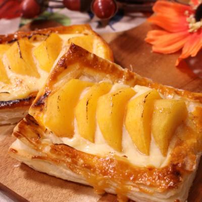 優しい甘さ!柿とクリームチーズのさっくりパイ