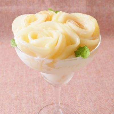 手作り桃アイスのフラワーピーチパフェ
