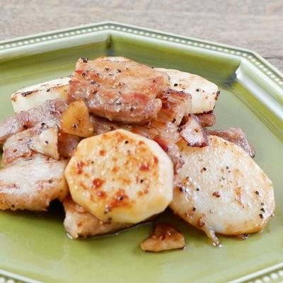 豚バラと長芋のガリバタ炒め