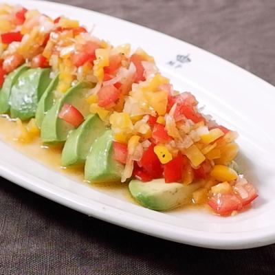 らっきょう入り野菜ソースでアボカドサラダ