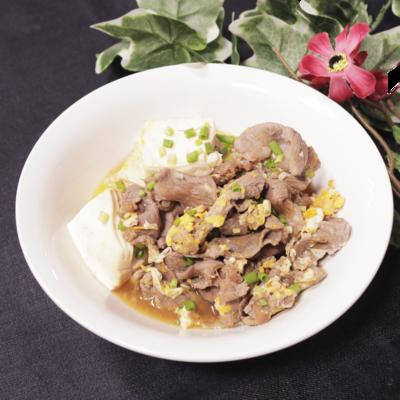ご飯にのせて丼にも!肉豆腐の卵とじ