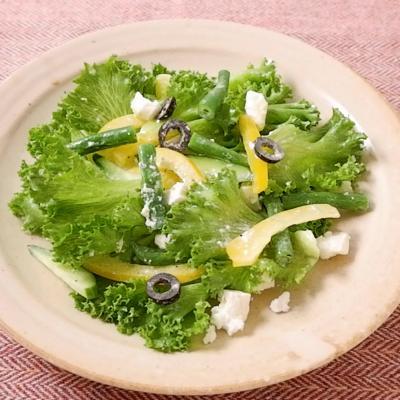 フェタチーズと彩り野菜のサラダ