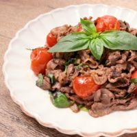 牛肉とミニトマトのバジル炒め