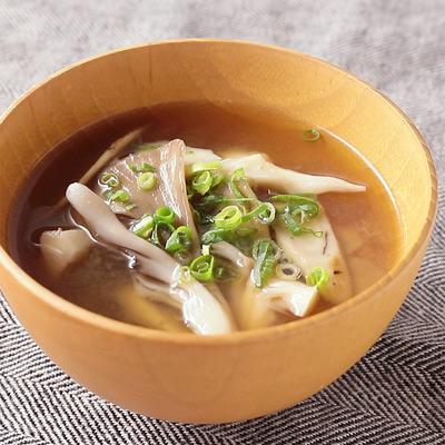 舞茸とごぼうのお味噌汁