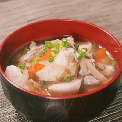 おうちで手作り きりたんぽと里芋のゴロゴロ豚汁