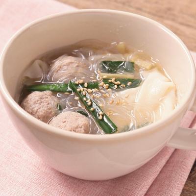 包まず簡単 餃子の皮でワンタン風スープ