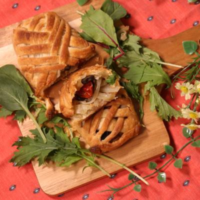玉ねぎとアンチョビのパイ包み