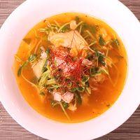 キムチと豆苗の簡単コンソメスープ