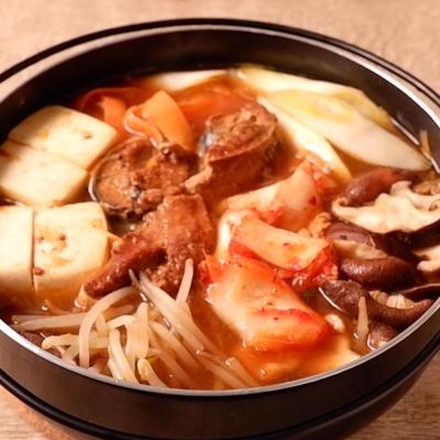 サバの味噌煮缶でピリ辛キムチ鍋