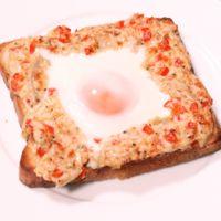 ツナマヨの目玉焼きトースト