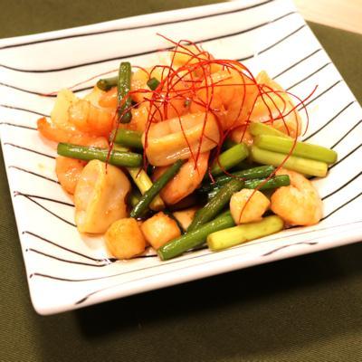 ニンニクの芽とシーフードミックスの山椒オイスターソース炒め