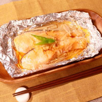 バターのコクで西京焼き風!鮭のホイル焼き