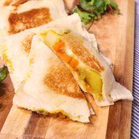フライパンで 残り物焼きチーズカレーパン