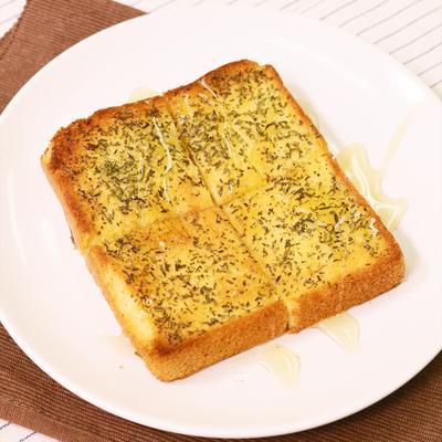 シンプルでおいしい ローズマリーバタートースト