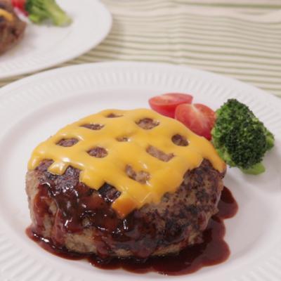 チェック柄チーズのジューシーハンバーグ