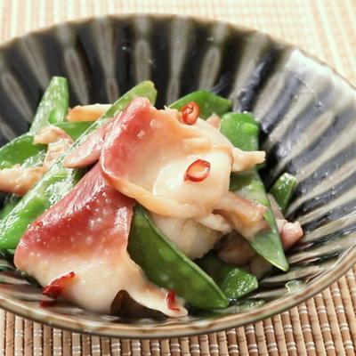 ホッキ貝と絹さやのガリバタ炒め