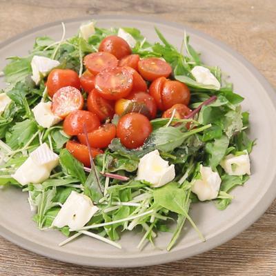 トマトのマリネとチーズのサラダ