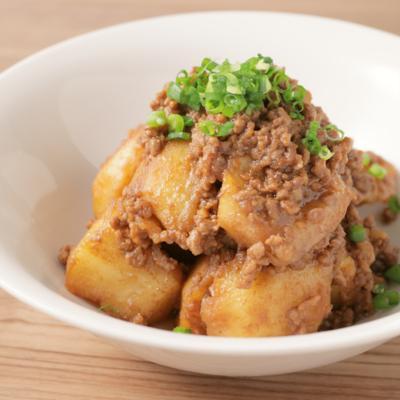 揚げじゃがと合挽き肉の赤味噌炒め