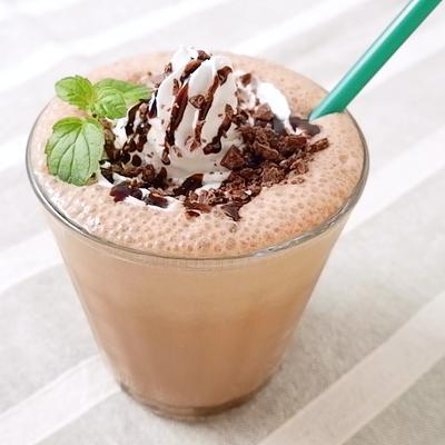 チョコチップたっぷりカフェモカシェイク