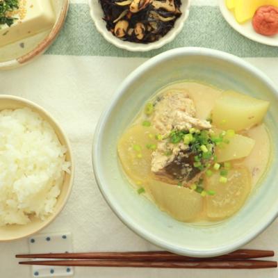 サバの水煮と大根の豆乳味噌煮